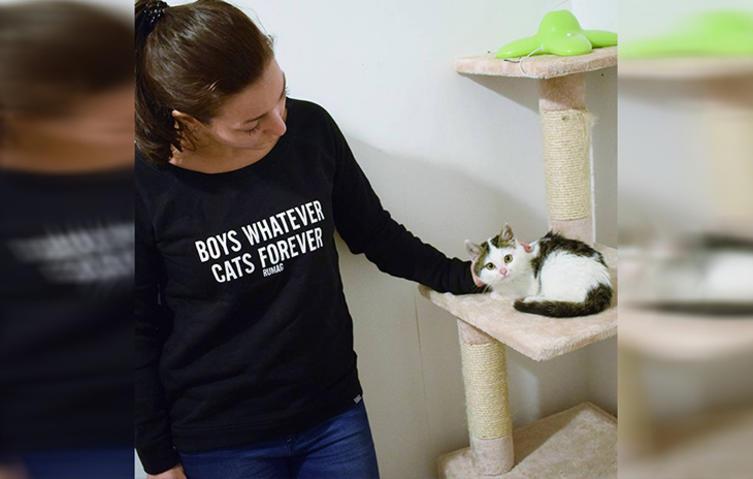 Die Katzen lieben sie: Tierpflegerin kümmert sich rührend um notleidende Katzen